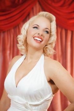 Pia Marilyn Monroe look