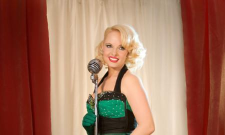 Pia Full Length Microphone. Photo Louise Whelan